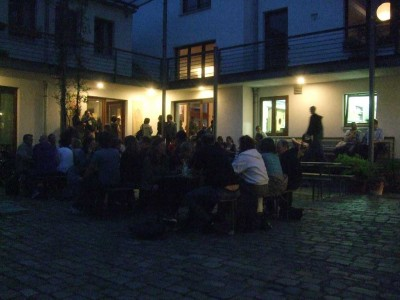 socialbar-networking-im-innenhof-400x300 8. Hamburger Socialbar